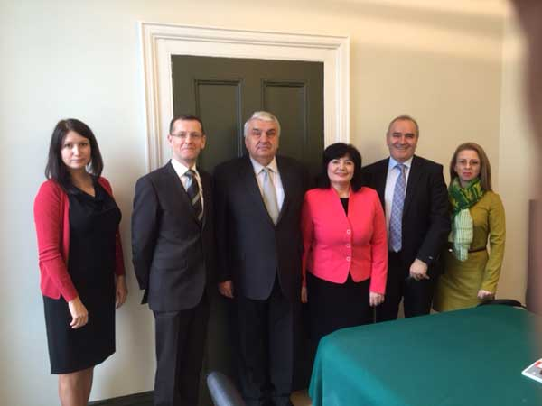 The Comptroller and Auditor General meeting a delegation from Moldova